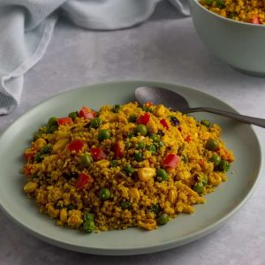 Curried couscous with colourful vegetables